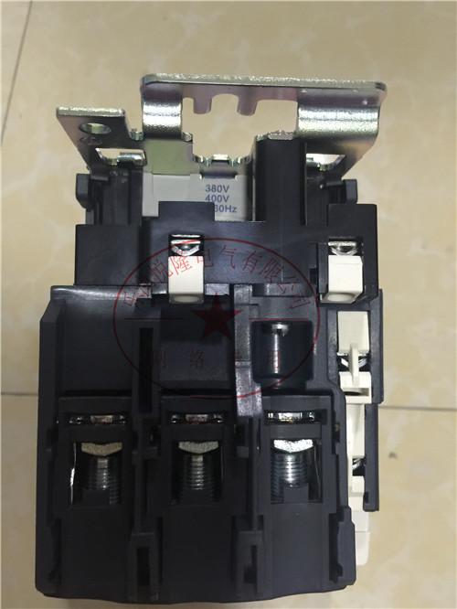 施耐德交流接触器LC1D245Q7C