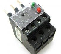选择热继电器要考虑哪些因素?参数如何调整